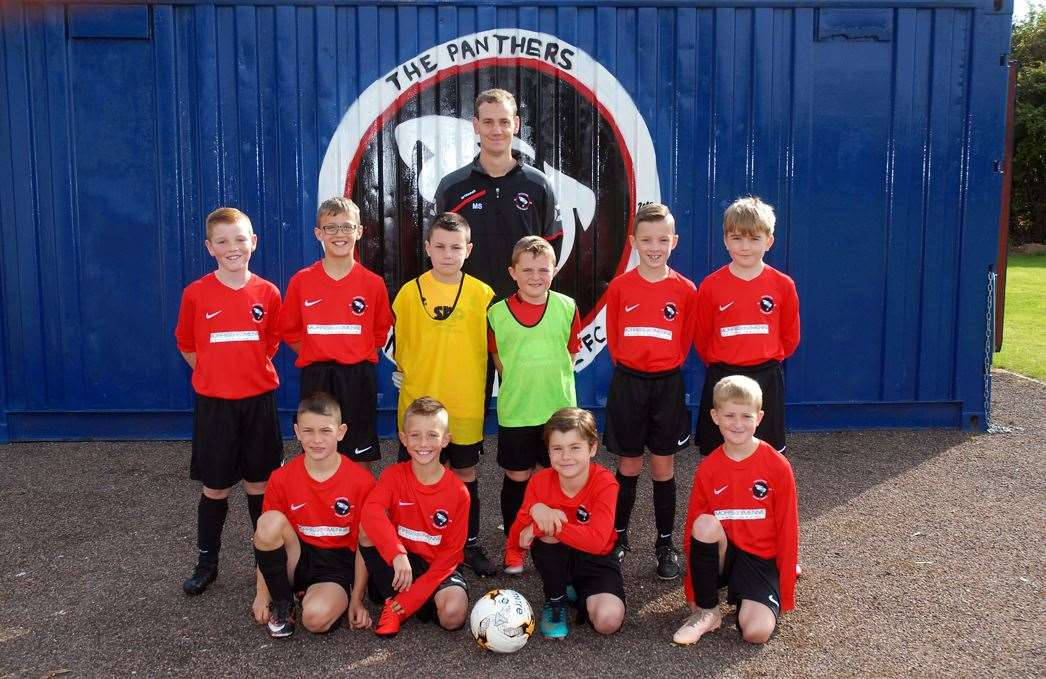 Moulton Chapel under-10s in their kit sponsored by Morriss & Mennie. Photo (TIM WILSON): SG-070919-050TW