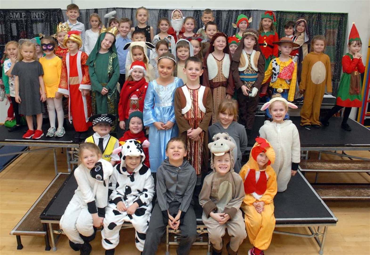 PHOTO GALLERY: Christmas story goes 'higgledy-piggledy' at town school