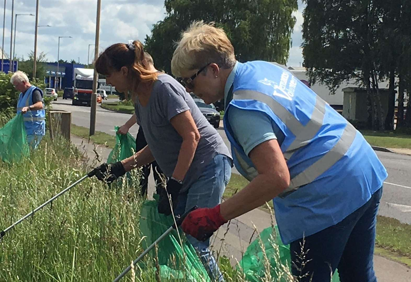 Vernatts Volunteers clean up Wardentree Lane, Spalding