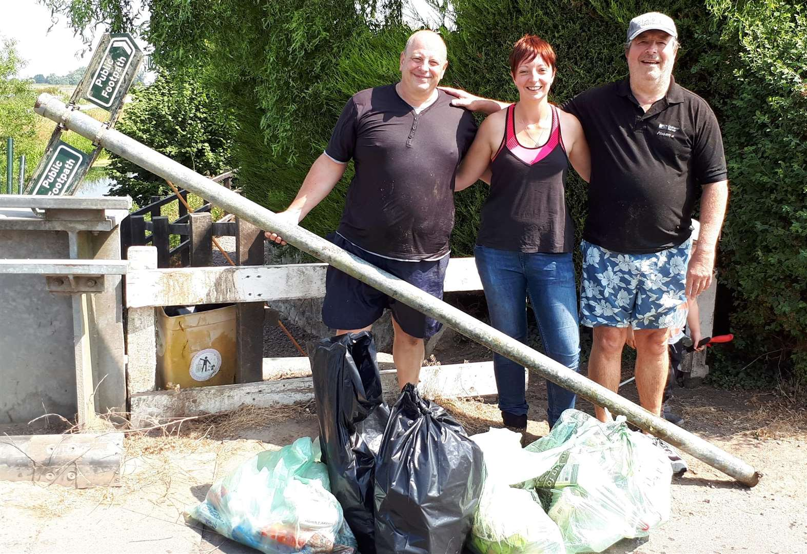 Volunteers wade into Pinchbeck river to clear rubbish