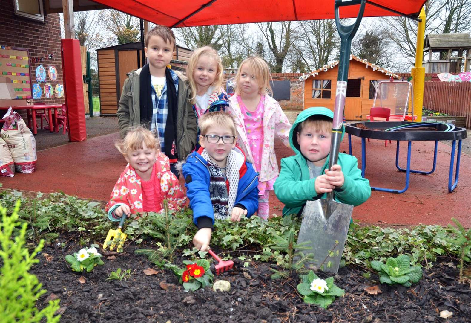 Green-fingered youngsters get planting