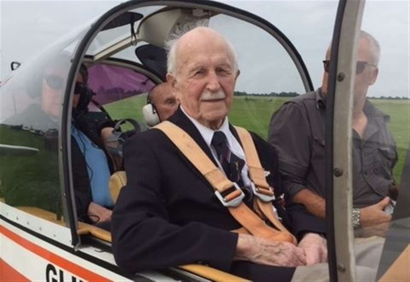Donington WWII veteran is flown to RAF reunion on his 94th birthday