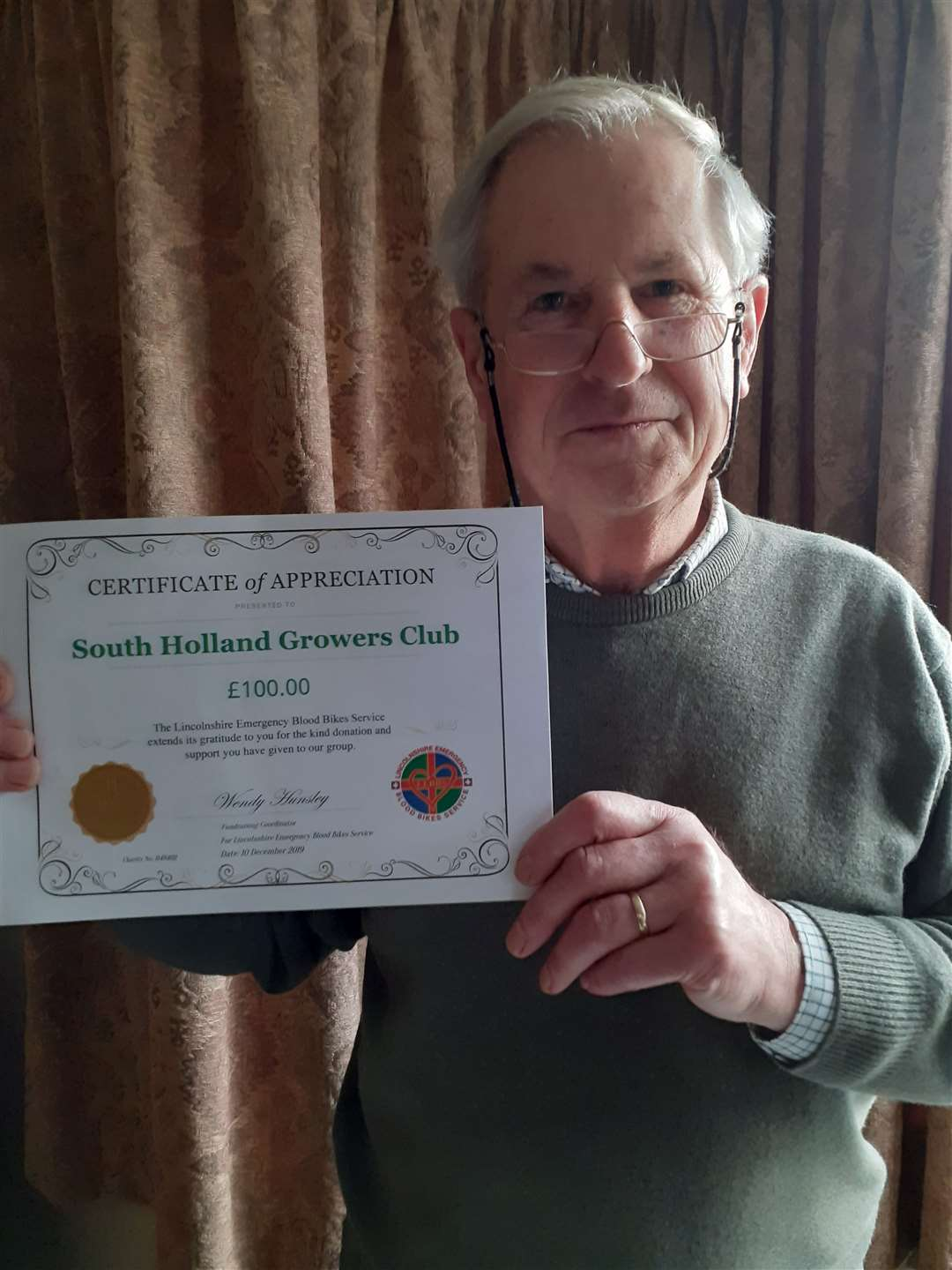 Johnny Walkers, of Spalding Growers Club, shows off the certificate from the blood bikes (26390418)