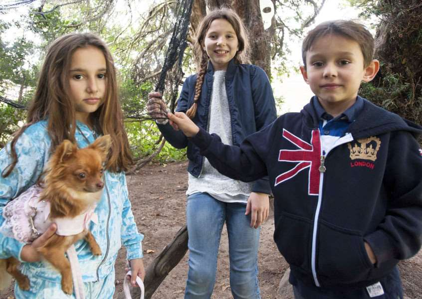 Shynne, Sienna and Beabie-Joe Foster on the Ghost Trail with pet dog Disney. Photo (Michael Fysh): SG261017-027MF.