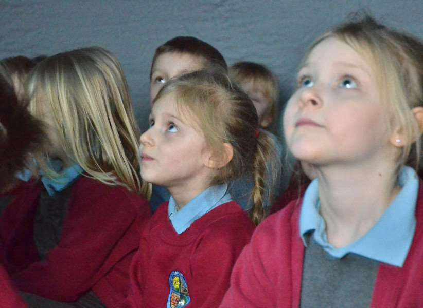 Surfleet School, mobile planetarium visit'Kids view stars and planets inside planetarium
