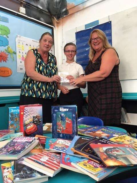 Winner Chloe with Lions Eileen and Elaine and a selection of the books. (3412425)