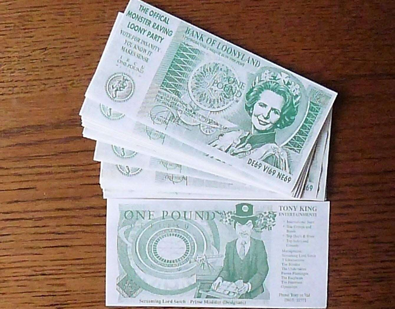 Loony pound notes (12291256)