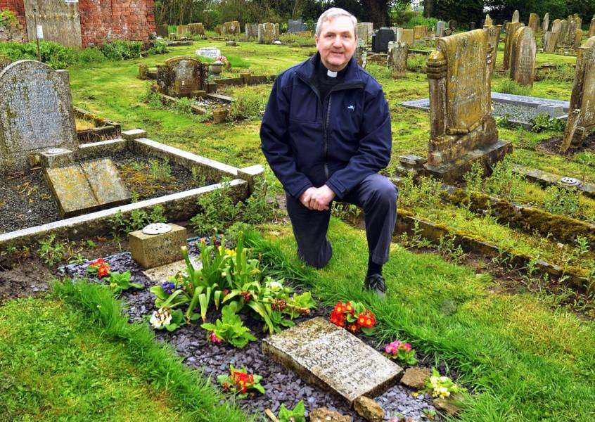 The Rev Ian Walters beside the mystery grave in Quadring. Photo (TIM WILSON): SG270418-100TW