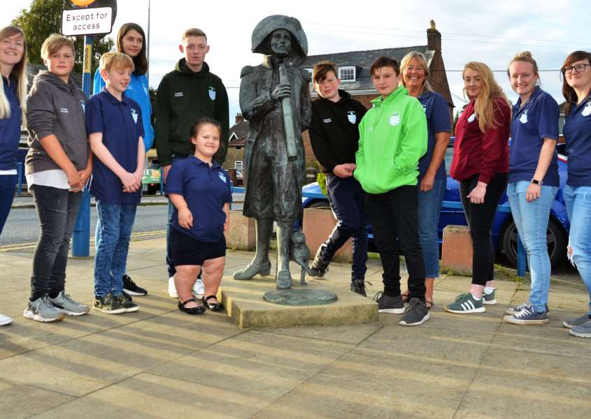 Flinder Founders' members next to the statues of Captain Matthew Flinders and Trim in Market Place, Donington. Pictured are, from left, Amy Bristow, Callum Templeman, Stevie Abbott, Natalie Thomas, assistant secretary Jess Ward, chairman Elliott Moran, Will Moran, Joe Woods, secretary Margaret Wright, Molly Hodgson, vice chairman Leah Bristow and treasurer Mel Bristow. Photo by Tim Wilson.''SG220917-144TW.