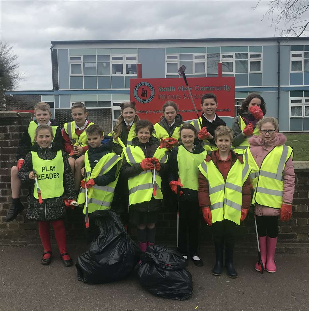South View Community Primary School pupils after their contribution to the Great British Spring Clean around Crowland.Photo supplied.