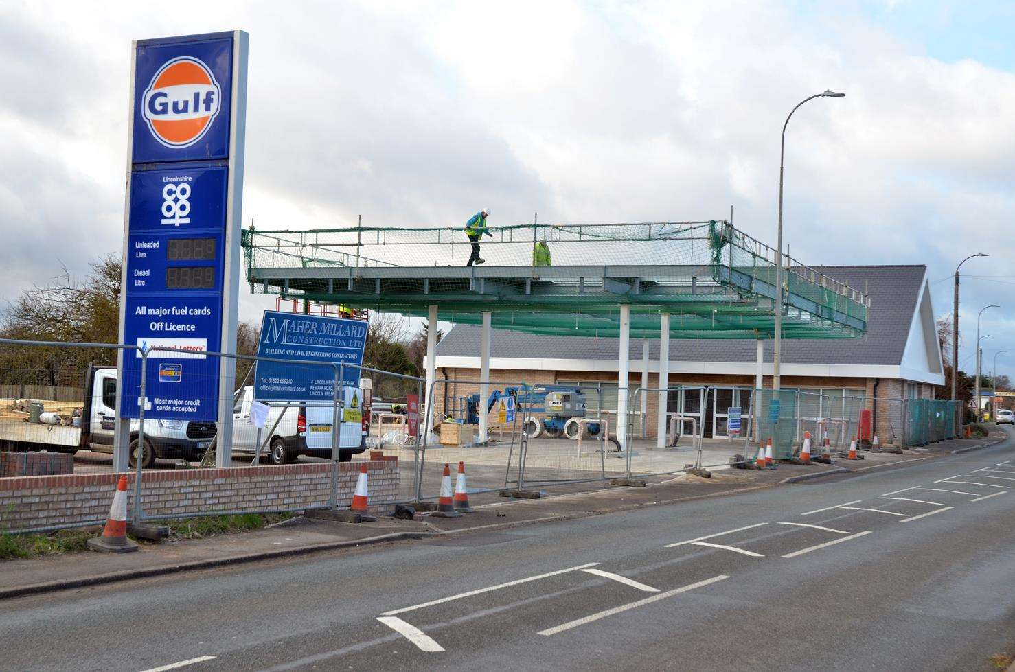 Work nears completion at the Co-op food store and filling station. Photo (TIM WILSON): 160119-14