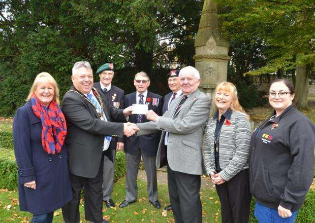 Coun Rodney Grocock (second left) and WWII Memorial Committee members accept a cheque from the Masons, presented by David Turner (third right). Photo by Tim Wilson. SG031117-112TW (6892056)