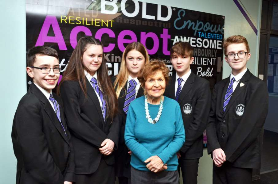 Holocaust survivor Janine Webb meets Peele students