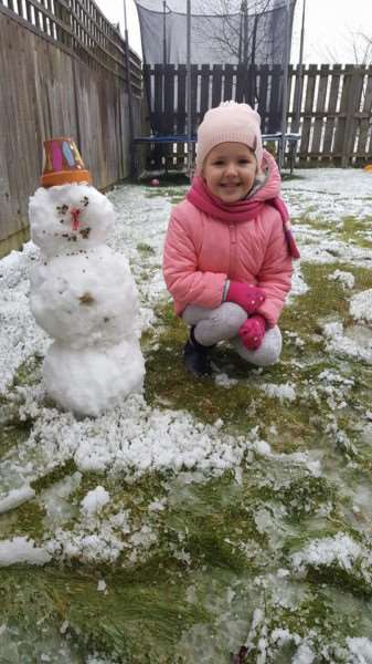 Wiktoria Ciesla (5) and her snowman in Moulton. Photo: Ania Ciesla