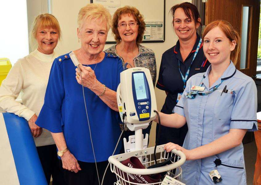 Pennygate Patient Link has presented a new blood pressure monitor to the hospital. SG250418-146TW