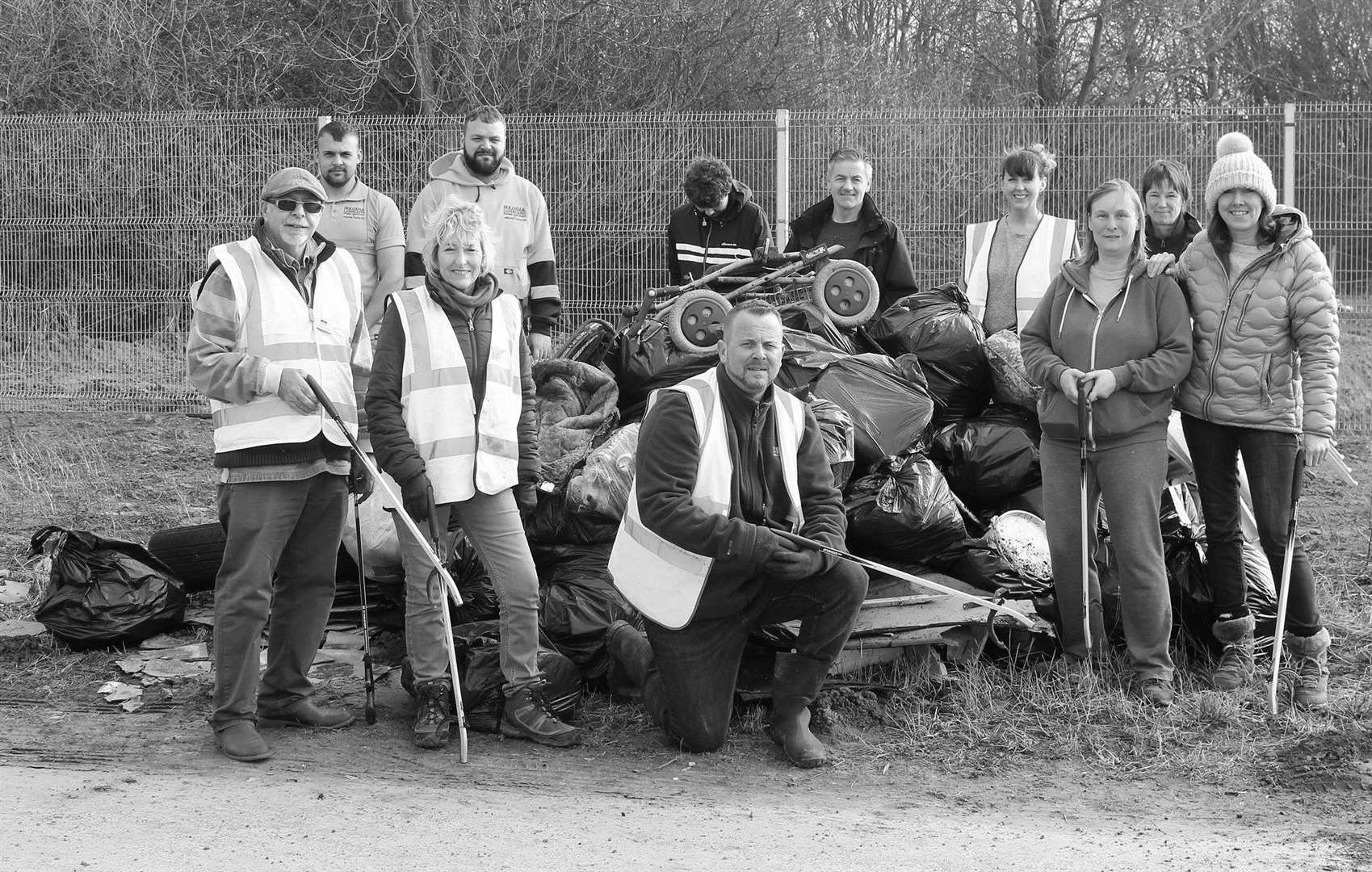 Volunteers taking part in Saturday's Community Litter Pick on Stumps Lane, organised by Flytipping Watch Spalding & Local (image provided by Flytipping Watch) (7412035)