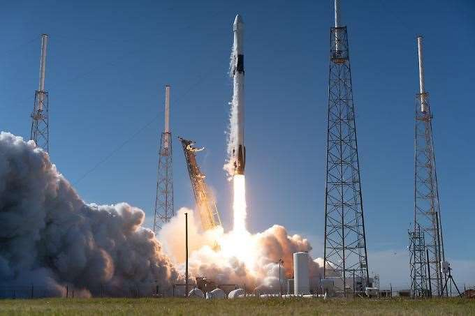 SpaceX's first astronaut launch from Florida postponed due to weather