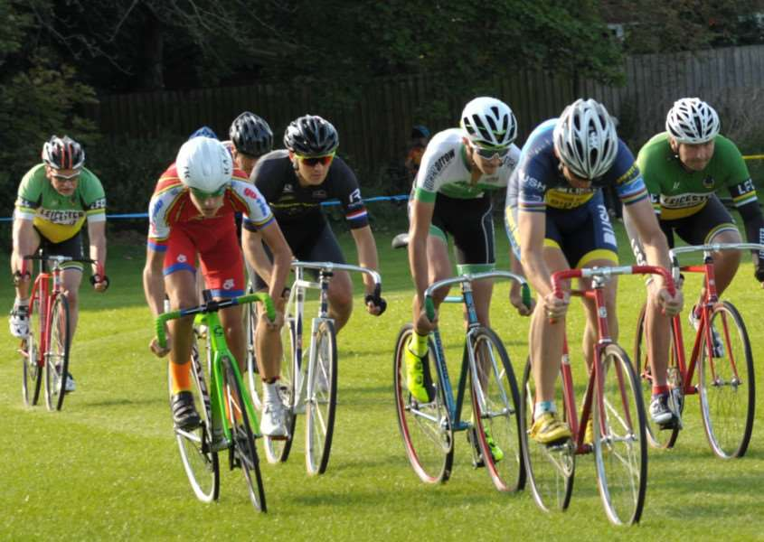 Bryn Richards (in red on left) launches his attack in the 8km