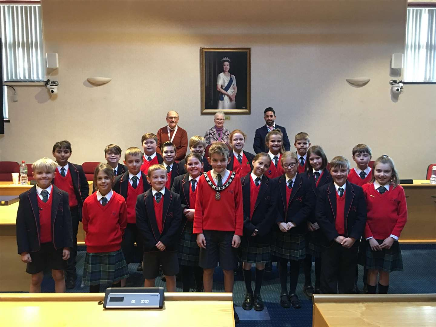 Pupils from Ayscoughfee Hall School in Spalding visit the South Holland District Council offices. (5572618)