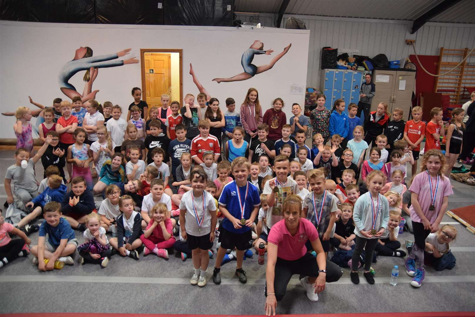 Pupils get a taste of the gym. (2445979)