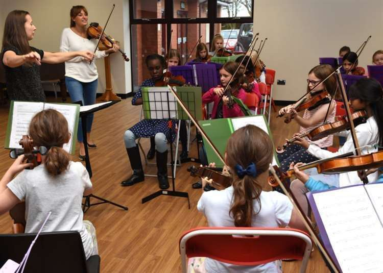 Violinist Nicola Benedetti, conductor Laura Gardner and young performers from Oasby Music Group in October 2017. (21489691)