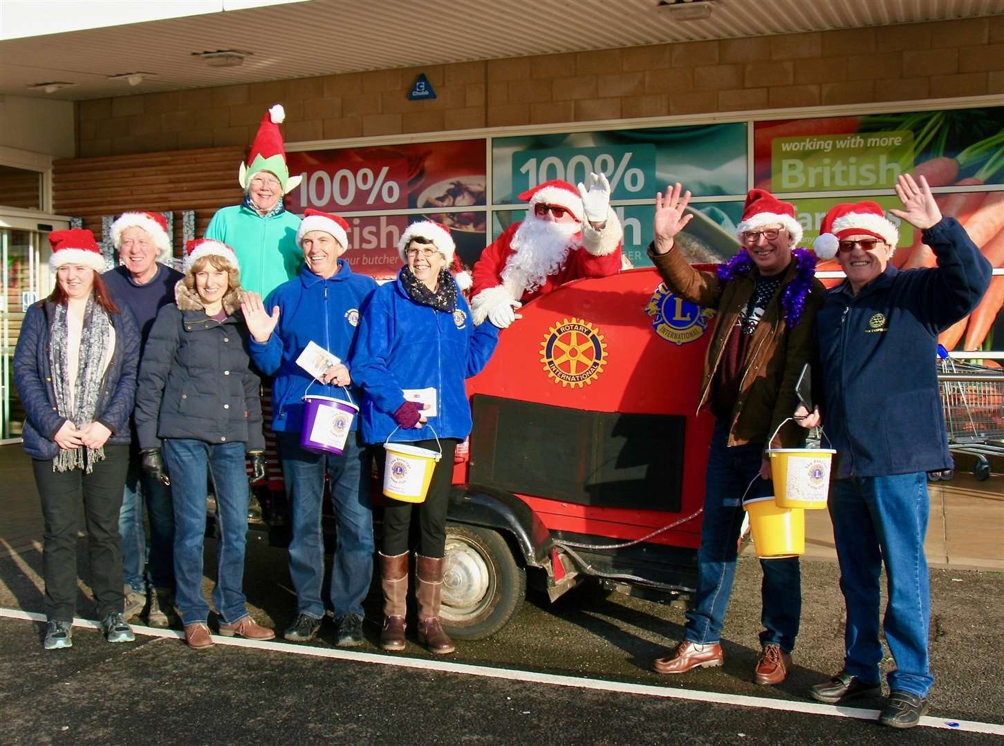 Members of Deepings Lions and the Rotary Club of the Deepings with the Santa sleigh outside Market Deeping Tesco store. (6464565)