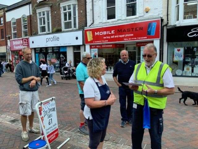 Jon Clarke receives the gift from Julie Newman, on behalf of Spalding Market Traders (40204470)