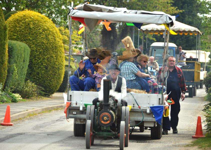 The parade underway last year with the Moss Family's steam powered float. Photo (TIM WILSON): SG300417-220TW