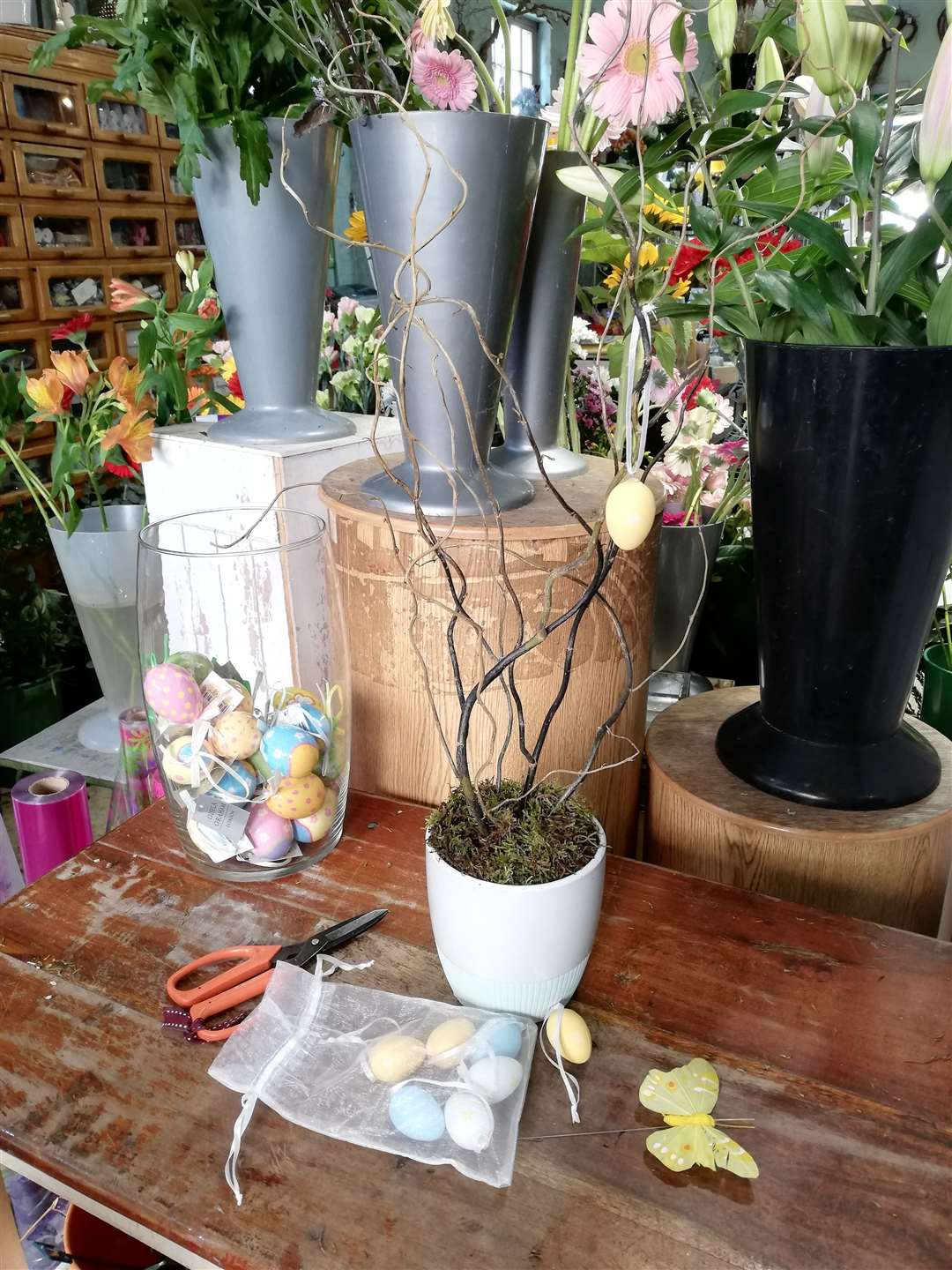 Gather together the items needed to make your Easter tree. (8229988)