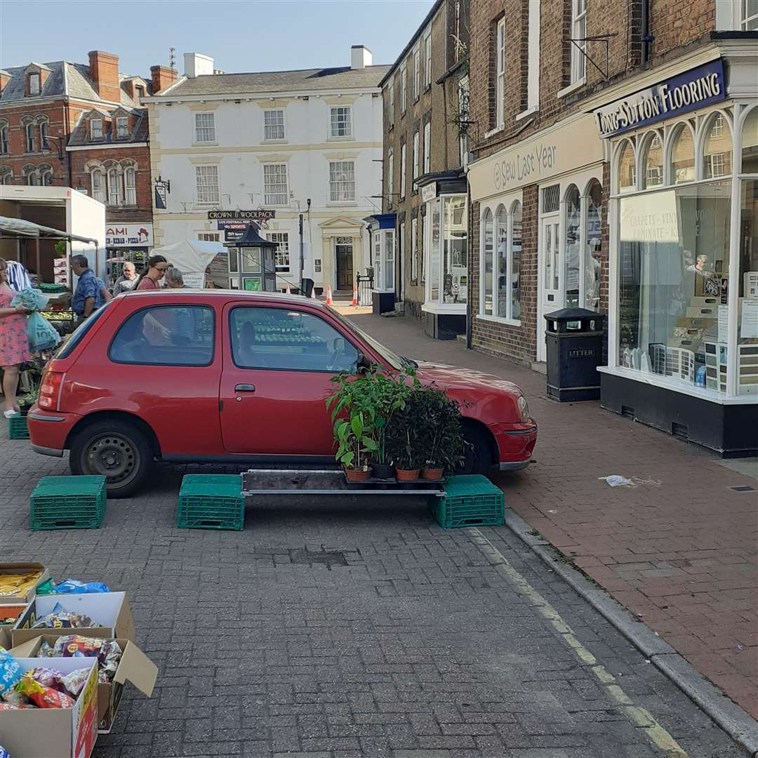 A car parked in Long Sutton market place (39573322)